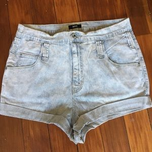 BDG Distressed Seer Sucker Shorts 30W